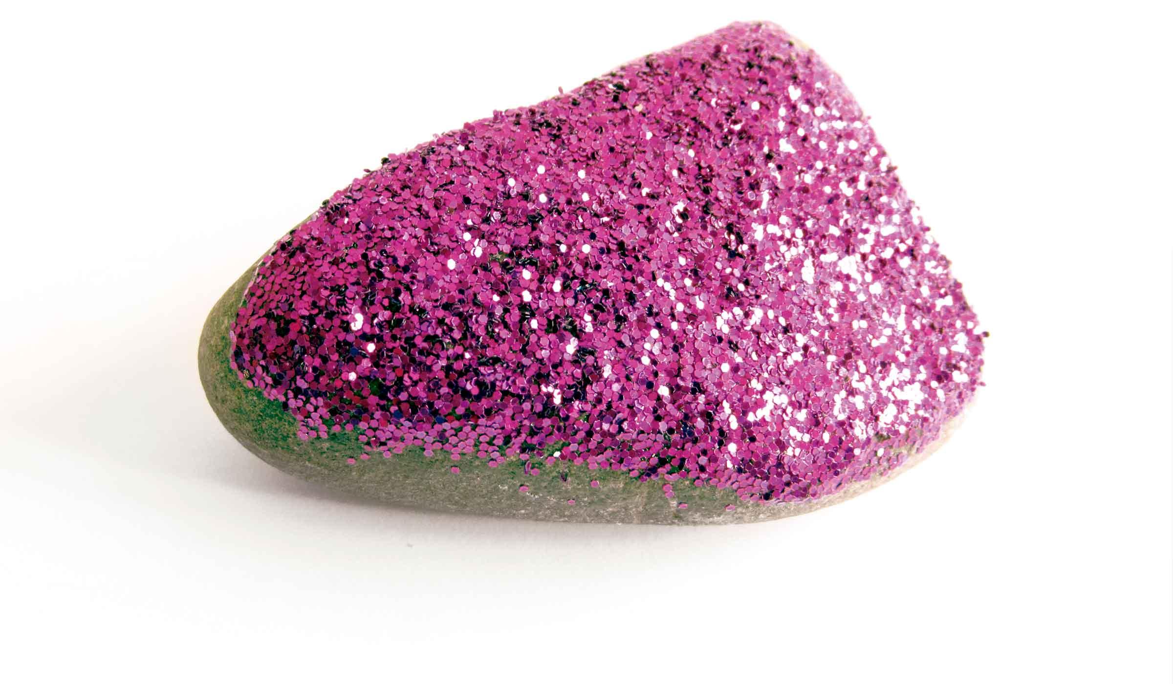 Cabecera de Página. Piedra con givré color rosado en su superficie, sobre fondo blanco.